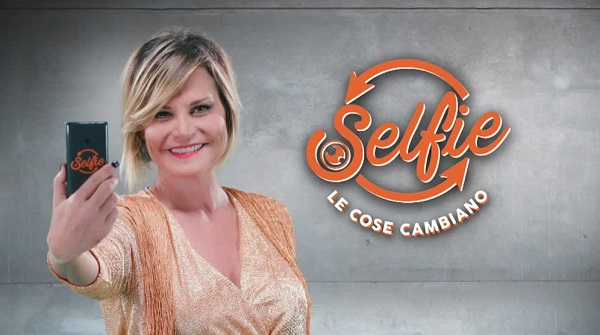 selfie-simona-ventura-cover