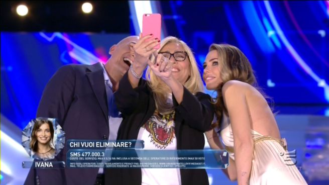 mara-selfie
