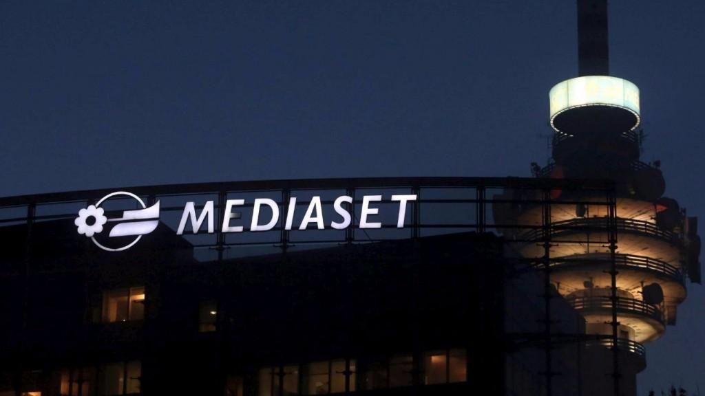 mediaset-cologno-rstudi-torre-notte